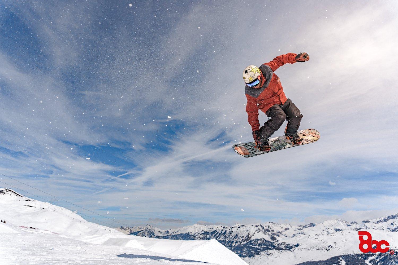 180 salto snowboard